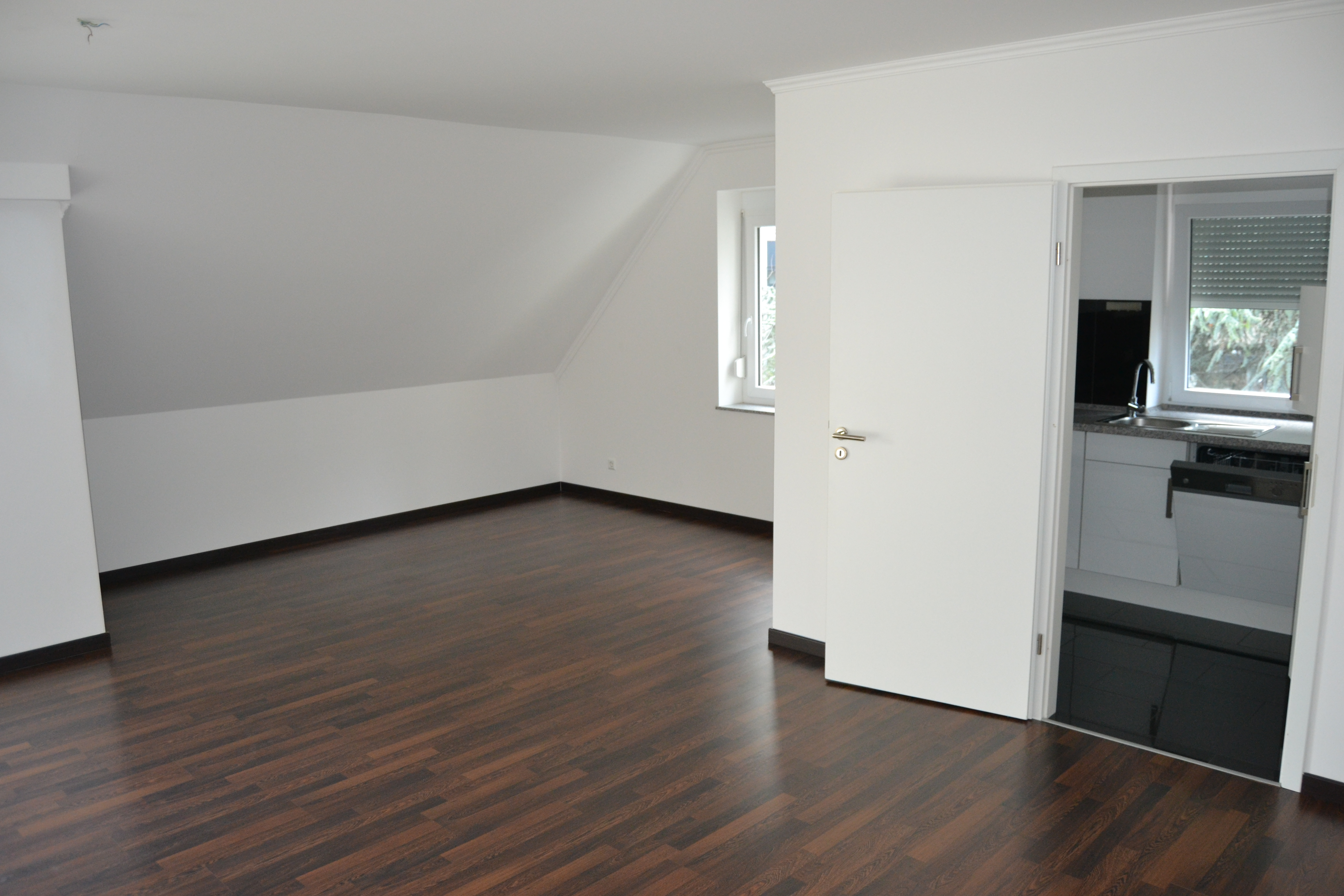 neuwertige 3 zimmer maisonetten wohnung in sindelfingen imperial home. Black Bedroom Furniture Sets. Home Design Ideas