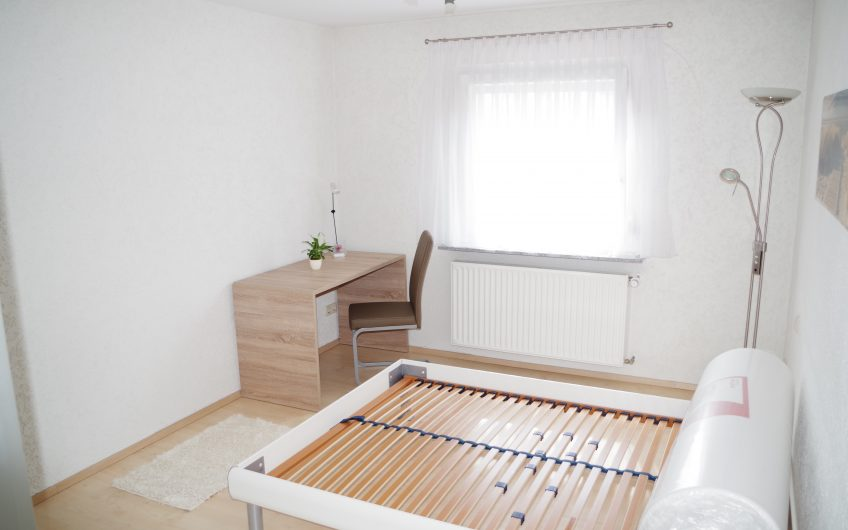 **Schöne möblierte 2,5 Zimmerwohnung mit Klimaanlage in S-Ost**